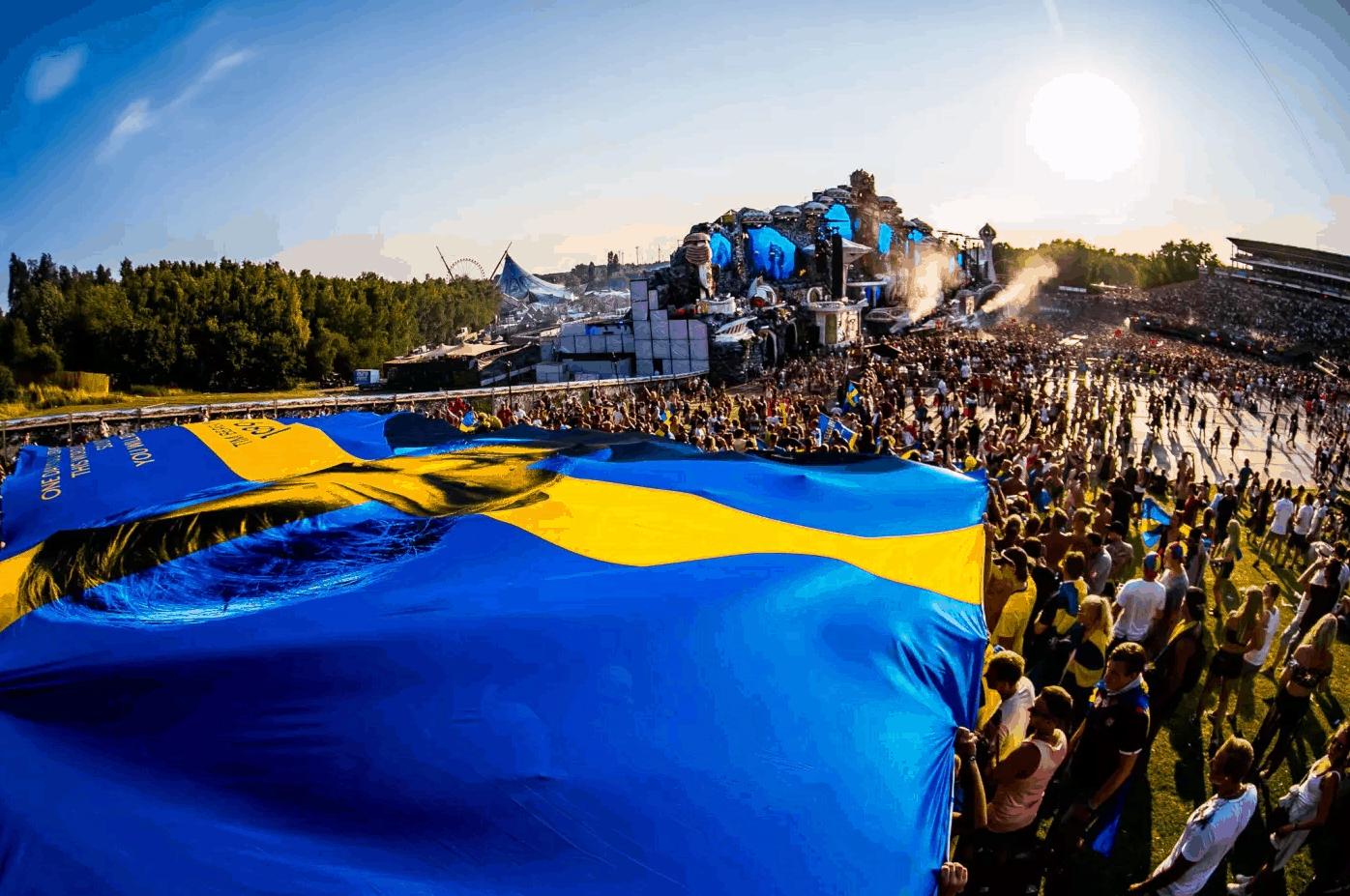 Svensk Avicii flagg på Tomorrowland 2018