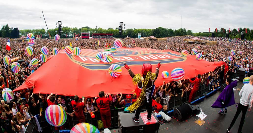 The world's largest Defqon 1 flag | Core Tours